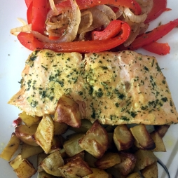 Salmon with bellpeppers and potatoes